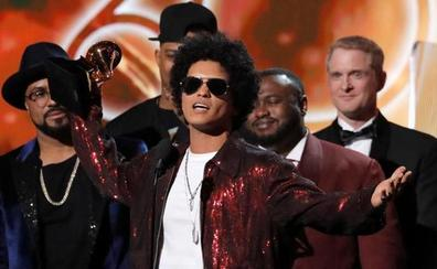 Bruno Mars arrasa con los seis Grammy a los que optaba