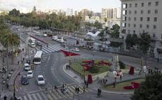El Ayuntamiento de Málaga instala una estructura luminosa con Momo, mascota de Carnaval, en la glorieta del Marqués de Larios