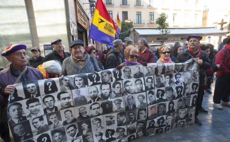 Fotos de la marcha hasta el Peñón del Cuervo en homenaje a 'La Desbandá' en su 81 aniversario