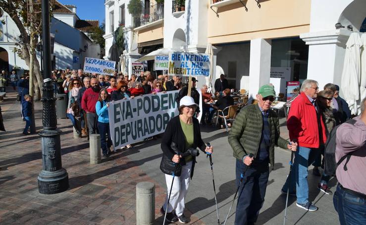 Manifestación en Nerja para exigir la reanudación de las obras de la depuradora