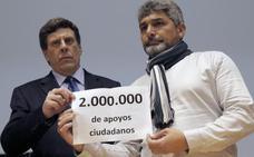 Los padres de Diana Quer y Mari Luz presentan 2 millones de firmas a favor de la prisión permanente revisable