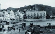 Cuando en Málaga estaba prohibido bañarse en la playa antes de las diez de la noche