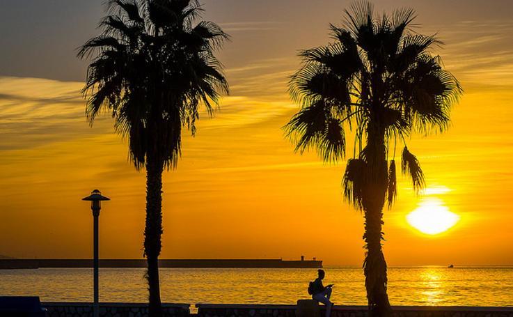 Los amaneceres más espectaculares a pie de playa en Málaga, en fotos