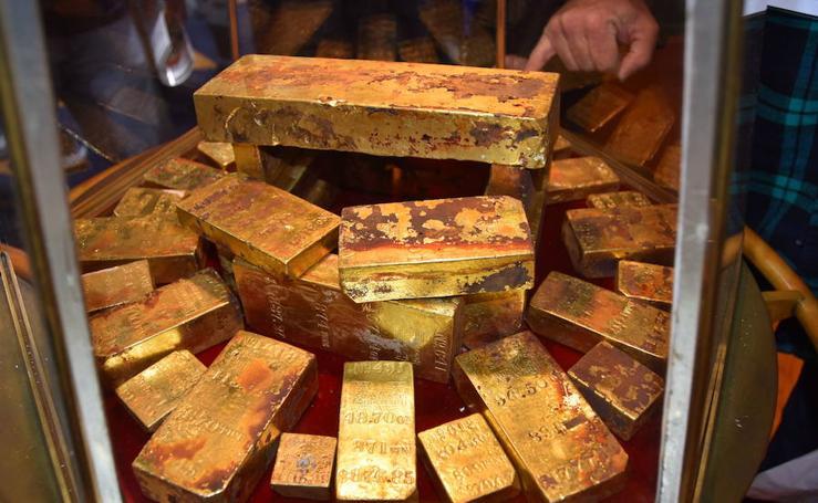 Imágenes del tesoro rescatado del barco SS Central América exhibidas en el Centro de Convenciones de Long Beach, en California
