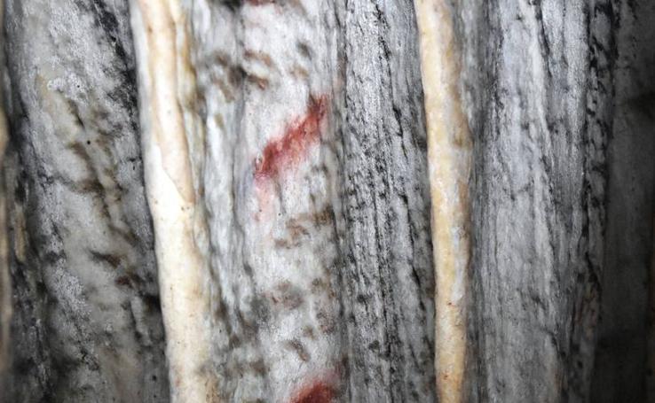 Un equipo de científicos fecha pinturas de la cueva de Ardales 20.000 años antes de la llegada de nuestra especie