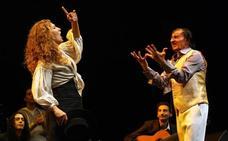 Estrella Morente, Tomasito y José Valencia, en el homenaje a Carrete sobre las tablas del Teatro Cervantes