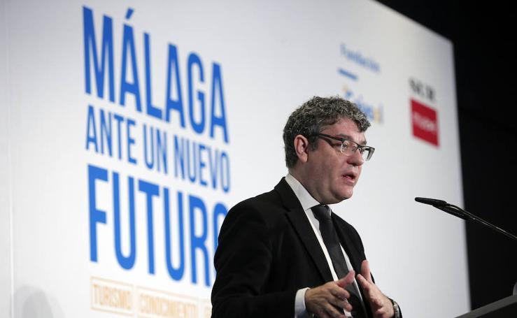 En fotos, el desayuno-coloquio 'Málaga ante un nuevo futuro' con el ministro Álvaro Nadal