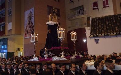 Los primeros nazarenos recorren las calles de Málaga