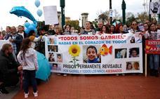 Medio millar de personas se concentran en Málaga para recordar a las víctimas y pedir la prisión permanente revisable