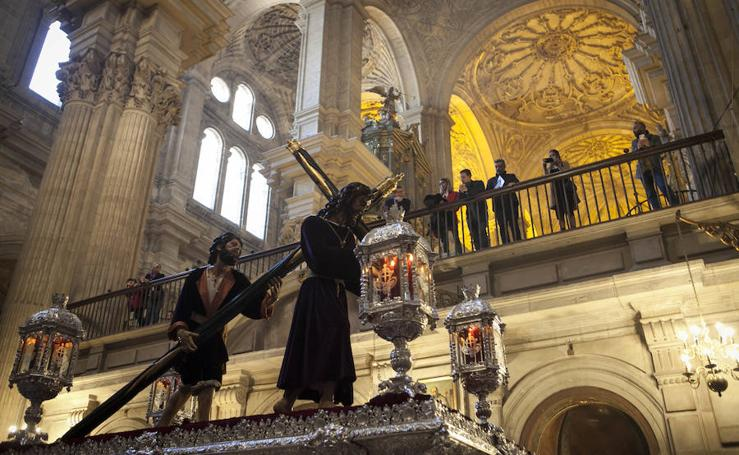 Pasión procesiona en el Lunes Santo de Málaga