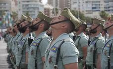 Todos los vídeos del desembarco de la Legión en Málaga y traslado del Cristo de Mena