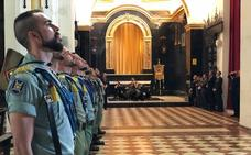 En vídeo, los legionarios se dan ánimos antes de trasladar a hombros al Cristo de Mena