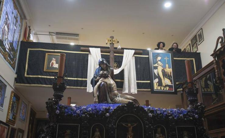 La Virgen de la Piedad, en procesión el Viernes Santo de Málaga 2018