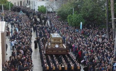 Málaga vive un Viernes Santo completo