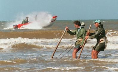 Un derrame de crudo próximo a Doñana ha afectado a un kilómetro de playa