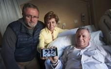 Los primeros trillizos de Carlos Haya cumplen 60 años
