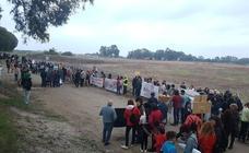 La marcha contra La Academia del Málaga en Arraijanal reúne a trescientas personas