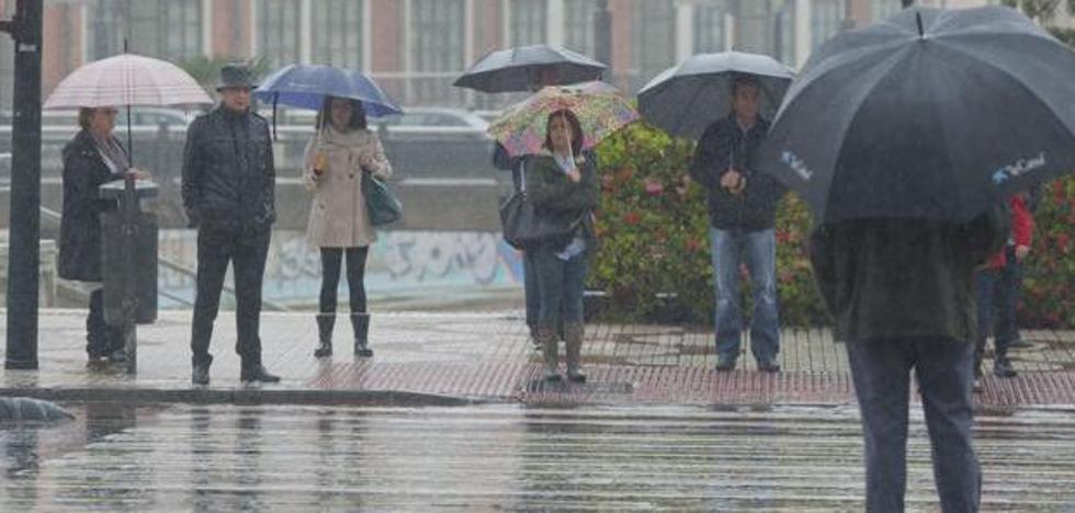 Málaga activa aviso amarillo por tormentas hasta la medianoche de este domingo en la Costa del Sol y el Valle del Guadalhorce