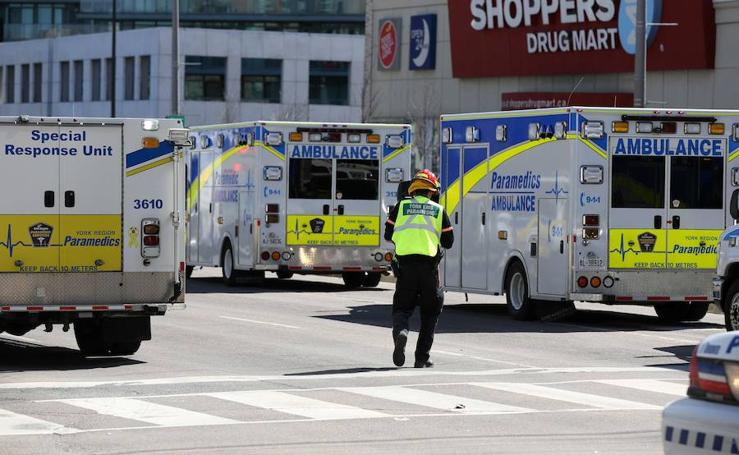 Diez muertos y 15 heridos por un atropello de peatones en Toronto