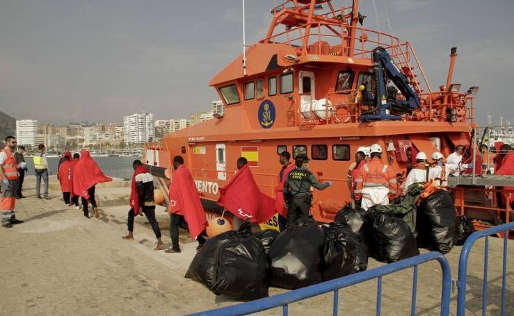 Llegan 80 personas a Málaga, rescatadas de varias pateras en el Mar de Alborán