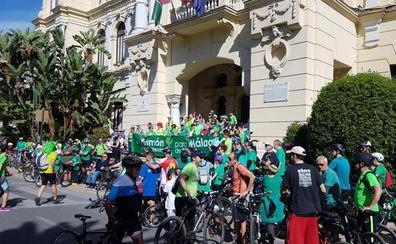 Más de un centenar de personas marchan en bici para reivindicar el bosque urbano en Repsol