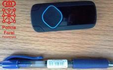Un MP3 y un bolígrafo: descubren a un aspirante de oposición de Hacienda copiando
