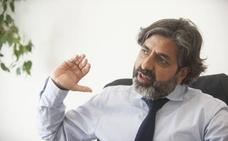Arun Mansukhani: «Los jóvenes toleran más el control en la pareja que las generaciones previas»