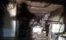 Un incendio calcina un almacén de productos cárnicos en Benaoján