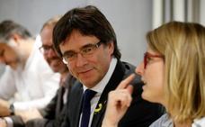 El Gobierno acusa a Puigdemont de estar «secuestrando» a los catalanes y a las instituciones