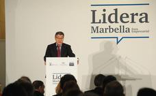 Álvaro Nadal responde que la regulación de las viviendas turísticas es sólo de la Junta