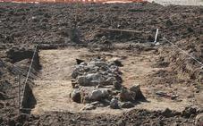 Aparecen los restos de un muro en las obras de La Academia en Arraijanal