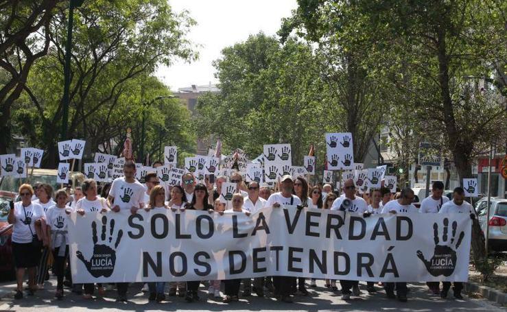 Miles de personas arropan a los padres de Lucía Vivar en la marcha convocada para pedir justicia