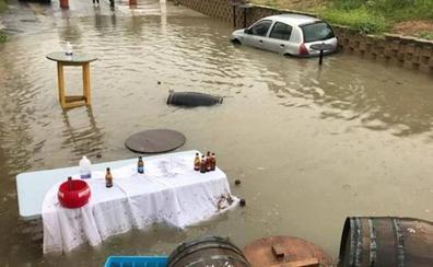 Una fuerte tormenta inunda varios bajos y locales en Lucena