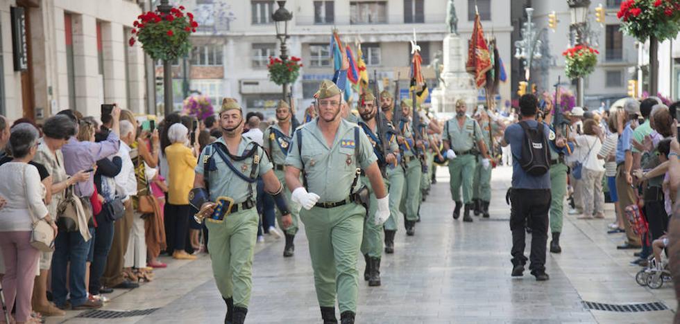 La Legión homenajea a la bandera española en Málaga