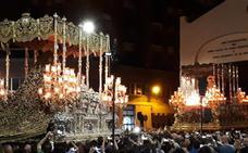 Histórico encuentro en Málaga entre la Virgen de los Dolores de la Expiración y la Virgen de la Esperanza