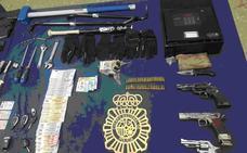 Caen dos bandas a las que atribuyen más de 40 asaltos en viviendas