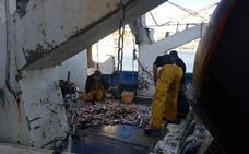 La flota de arrastre parará el 15 de junio en protesta por los recortes que promueve la UE