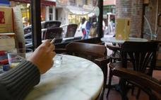 Salud intensifica las inspecciones en las terrazas de bares para impedir que se fume
