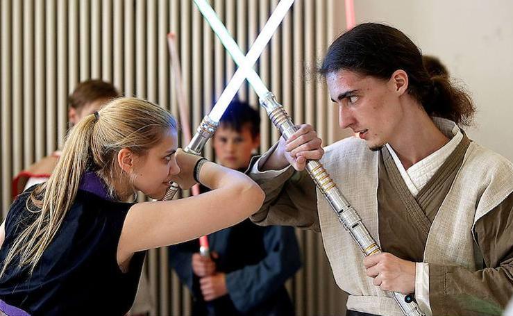 Así es la única escuela para combatir con sables de luz como en Star Wars
