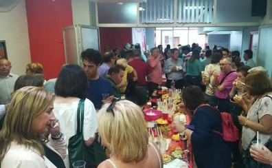 Los sanchistas celebran una fiesta en Cártama por la llegada de Pedro Sánchez a La Moncloa