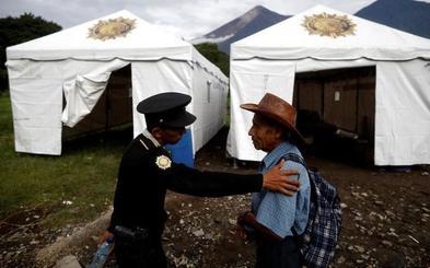 Aumentan a 99 los muertos por la erupción del volcán Fuego en Guatemala