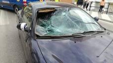 Se lanza contra el coche de su pareja para evitar que conduzca borracha en El Morche