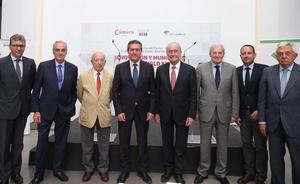 Espadas propone estrategias comunes de Málaga y Sevilla para competir a nivel internacional