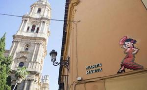 El alcalde de Málaga propone ahora recolocar los mosaicos de Invader en otras zonas de la ciudad
