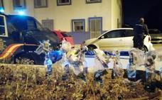 Apedrean coches policiales en La Línea tras tenderles una emboscada