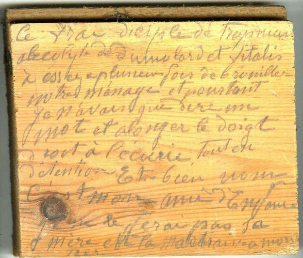La historia escondida de un infanticida del siglo XIX escrita en el suelo de un castillo en Francia