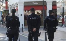Asuntos Internos detiene a un policía nacional de Marbella