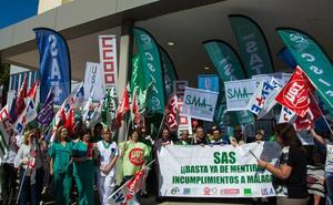 Sindicatos y profesionales se concentran para exigir al SAS mejoras inmediatas en Málaga