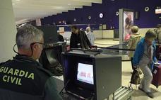 Seis años de prisión tras pillarle con metanfetamina en el aeropuerto de Málaga