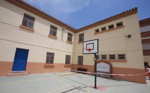 Precintan parte del patio de un colegio de Málaga tras aparecer grietas en sus muros